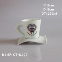 Cốc sứ quai xoắn kèm đĩa kê in logo tri ân khách hàng (Trắng)
