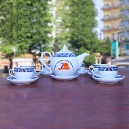 Bộ ấm trà sứ dáng bưởi diềm xanh Bát Tràng quà tri ân ngày 27-7 (Trắng)