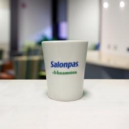 Ca sứ dáng thon men trắng in logo thương hiệu Salonpas (Trắng)