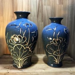 Lọ hoa đùi dế men đá xanh khắc hoa sen