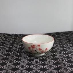 Bát nước mắm bằng sứ vẽ tay Sen chỉ hồng (Kem)